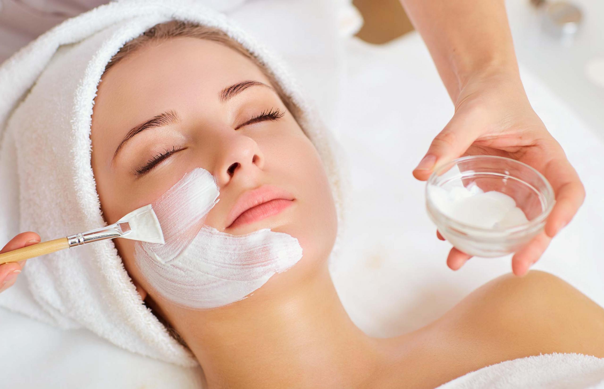 kosmetikbehandlung-reinigung-peeling-ausreinigen-bildslider-2560x1350px